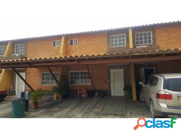 Bello Townhouse En Conjunto Cerrado De 145 M2 En San Diego.