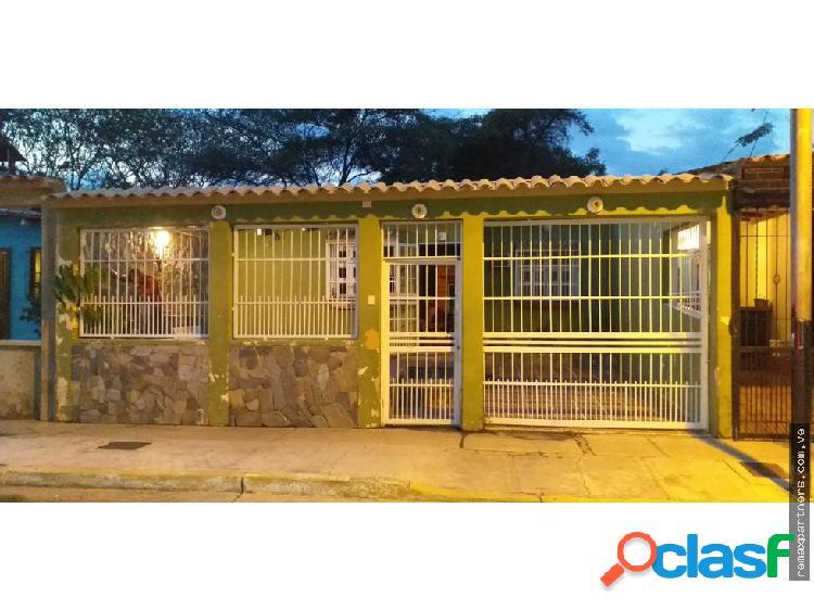 Casa de 120M2 en la Urbanizacion El Samán, Guacara