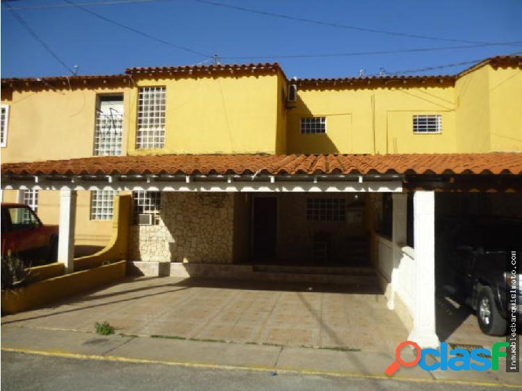 Casa en Venta en La Mora 19-10381 RB