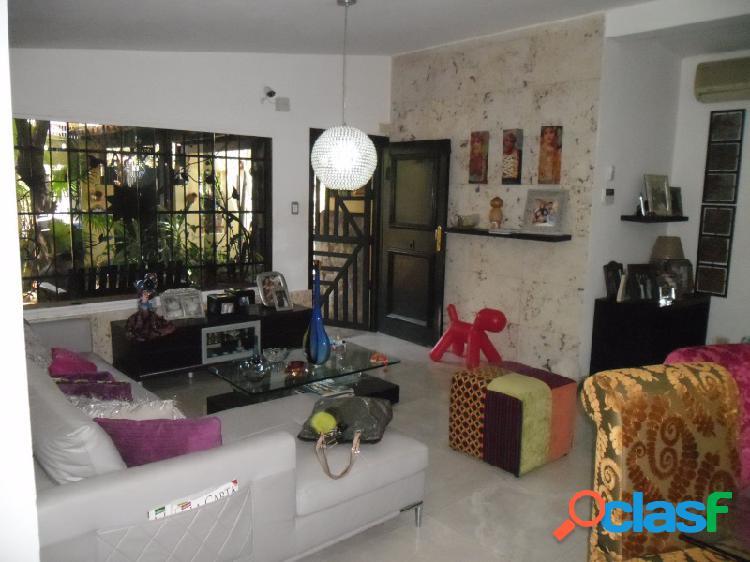 Cómoda Casa de 693 M2 Ubicada En El Parral
