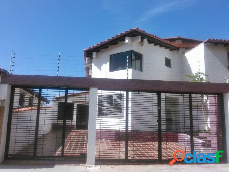 Comoda y Amplia Casa Ubicado en La Urbanización Carialinda