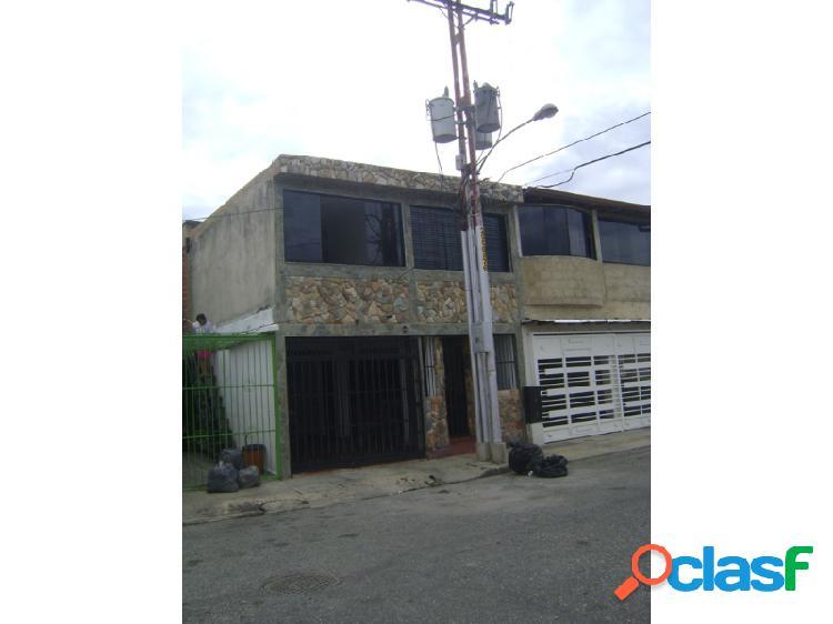 EN VENTA CASA DE 250 M2 DE CONSTRUCCIÓN EN URB. YUMA 2, SAN