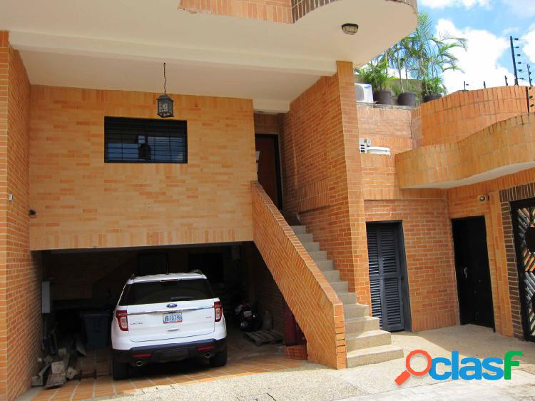ESPECTACULAR TOWNHOUSE UBICADO EL PARRAL Código: 271604