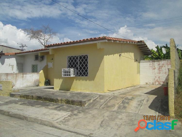 En Venta Casa en San Joaquin, Urb. La Ensenada.