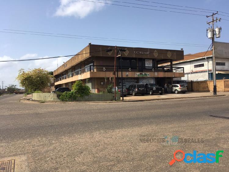 En venta Centro Comercial en Zona Industrial 321