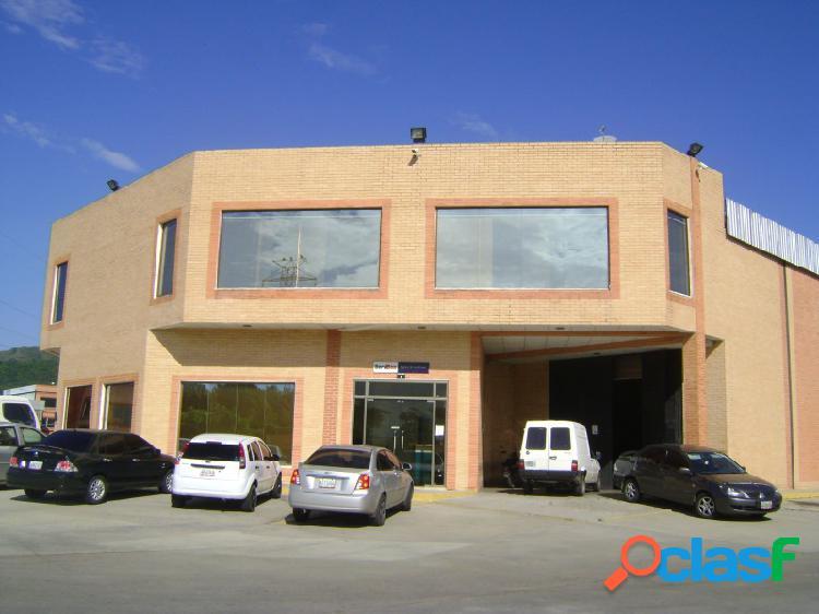 En venta Galpón de 450 m2 condominio cerrado, con Fondo de