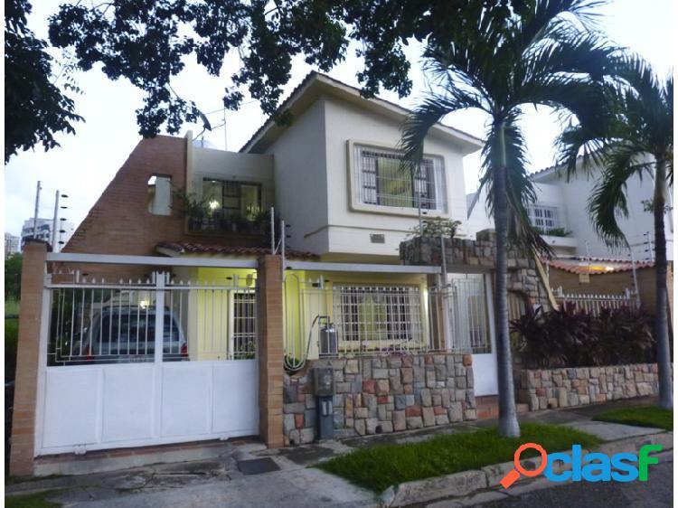 Espectacular Casa-Quinta De 240 M2 En La Urbanización El