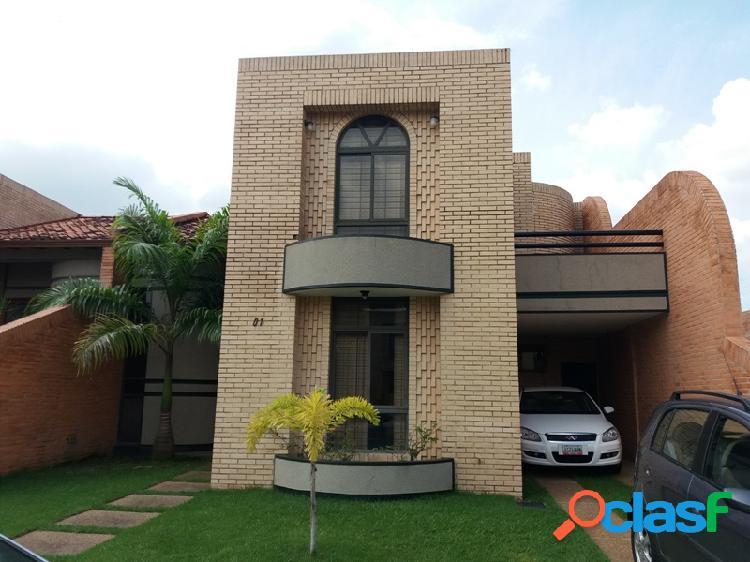 Hermosa Casa De 275 M2 Al Estilo Colonial