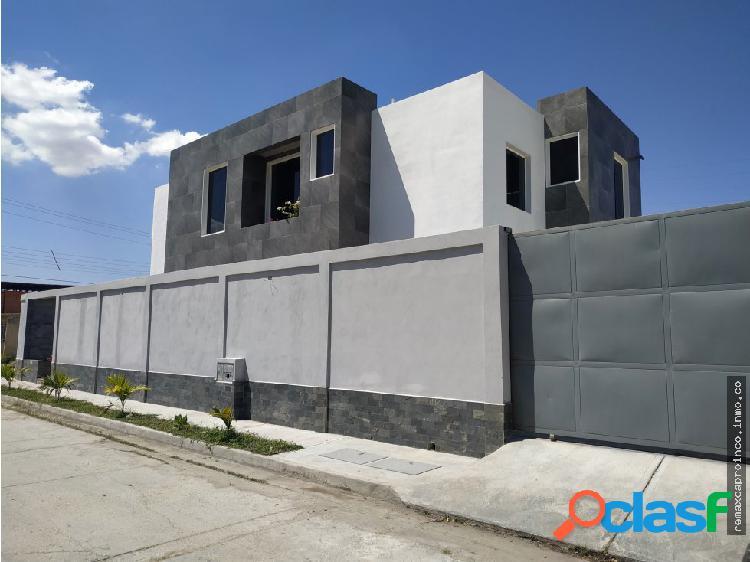 Moderna Casa en Ciudad Alianza - Obra gris