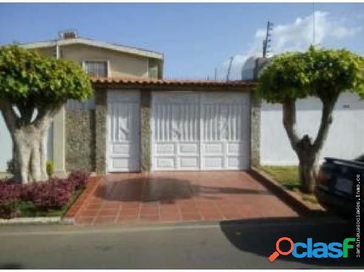 Vendo Apartamento La Coromoto 18-16150 LPAM