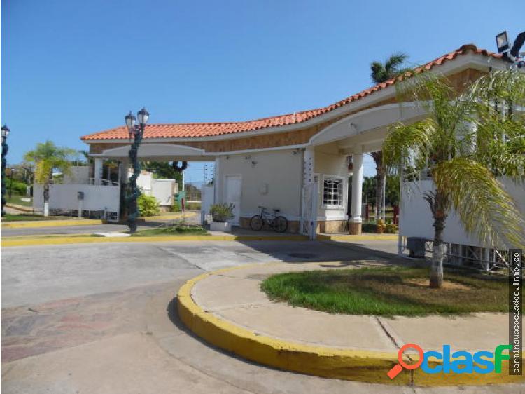 Vendo Townhouse Av Fuerzas Armadas MLS #18-4957 k