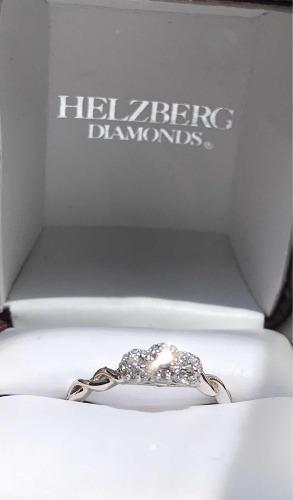 Anillo De Compromiso En Oro Con Corona De Diamante