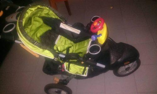 Coche Marca Jeep Unisex Para Bebes. Tres Ruedas Buen Estado