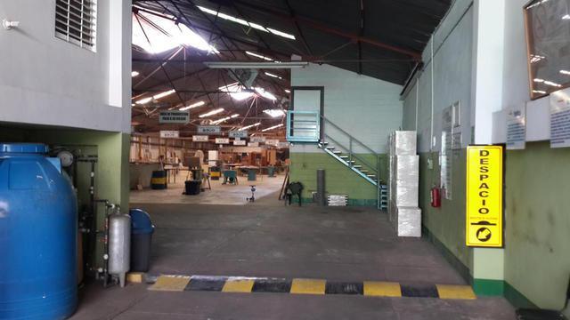 Unico galpón industrial en venta en la zona oeste de