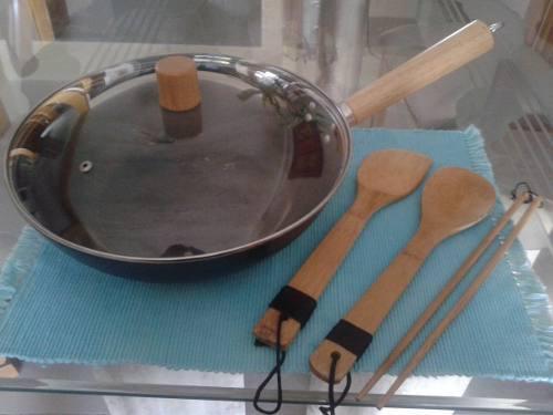 Sarten Tipo Wok, Mango De Madera Con Tapa Y Accesorios