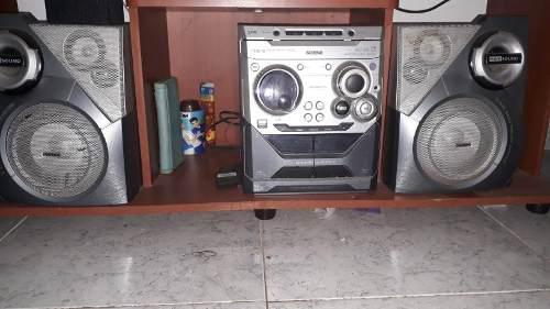 Vendo Equipo De Sonido Marca Philips. 3cd. Usb. Remato.