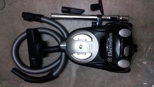 Aspiradora Electrolux Easybox. Potencia 1600 W. Como Nueva.