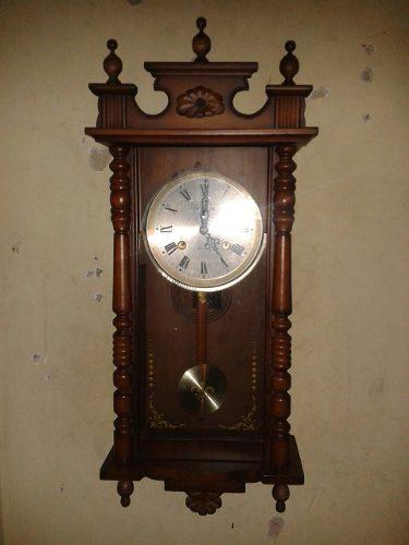Reloj Antiguo De Pared De Cuerda En Madera Marca Rolens Musi