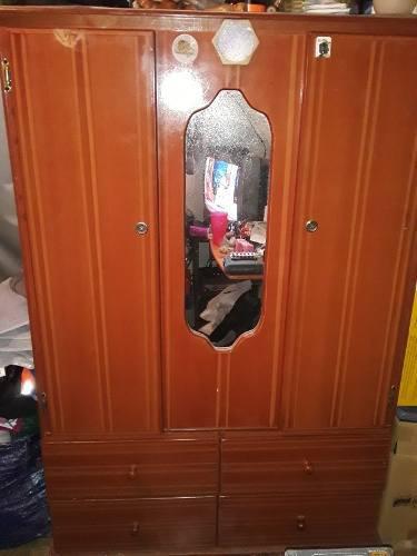 Remató Escaparate Dos Puertas Con Espejo Elaborado En Mdf