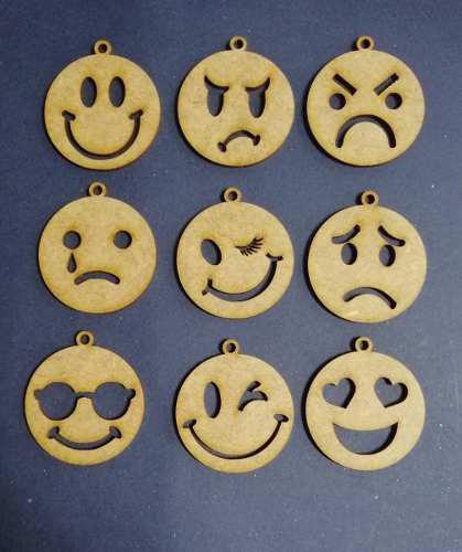 3 Dijes Emoticones De 4cm En Mdf Crudo Corte Laser