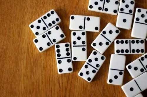 Juego De Domino Nuevo 28 F Gdes Estuche En Piel 20 Vds