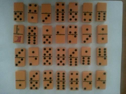 Juego De Domino Profesional Con Su Estuche De Madera 8 $