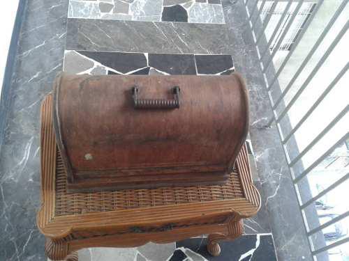 Maquina De Coser Antigua. Ejercito Libertador