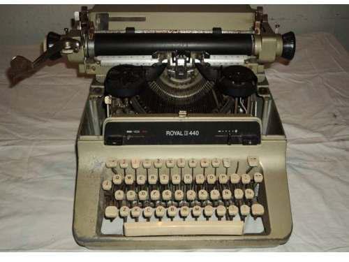 Maquina De Escribir Antigua Marca Royal 1967, En Tachira