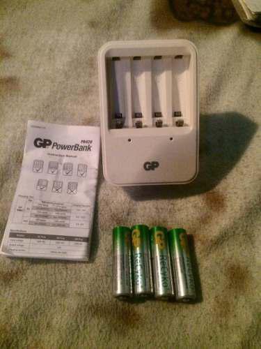 Cargador Gp Powerbank Con 4 Baterias Recargables Aa