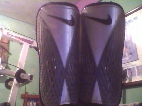 Canilleras Nike
