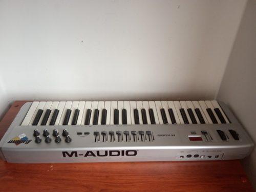 Controlador Midi M Audio Radium 49