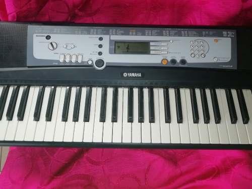 Teclado Piano Yamaha Psr E213 De 5 Octavas, Con Cable Midi