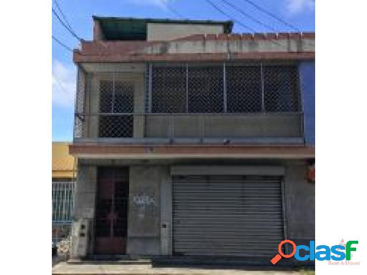 junior Alvarado ofrece Comercial en Alquiler