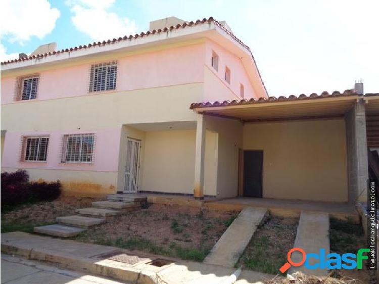 Casa en Venta La Piedad Norte Cabudare 19-15487 MP