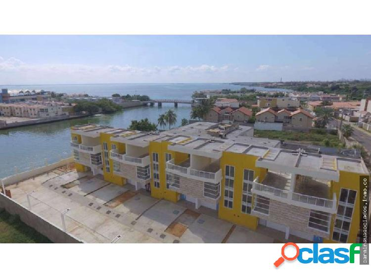 Vendo Townhouse Lago Mar Beach MLS 19-16188 / HJGR