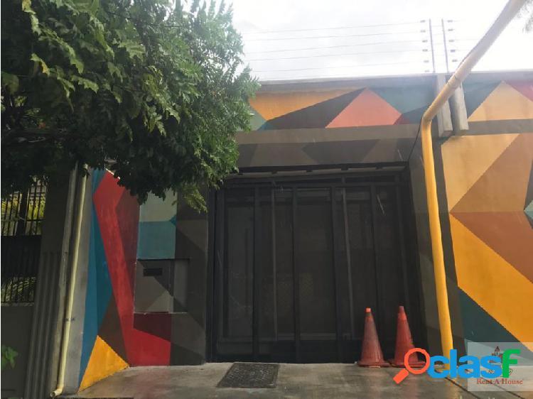 Alquiler de Local Comercial en el Este de Bqto cs