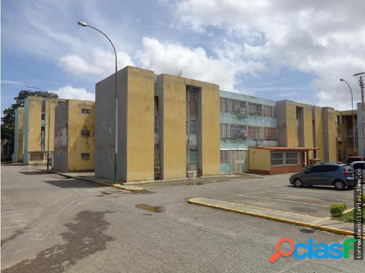 Apartamento en Venta Cabudare La Mora 19-8214