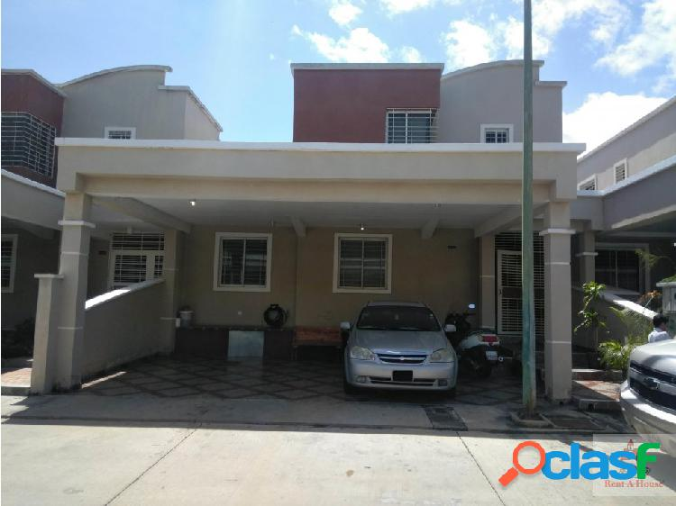 Venta de Hermosa Casa en Barquisimeto cs