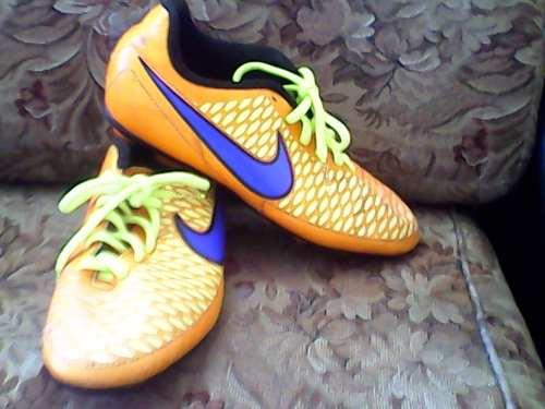 Tacos De Futbol Campo Nike Magista 36.5