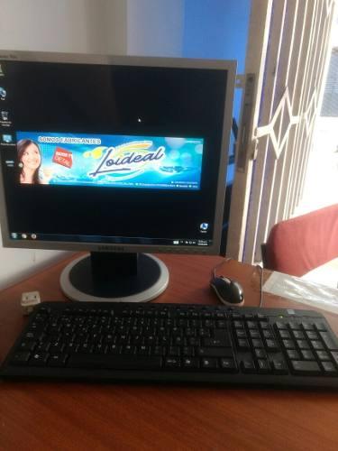 Computadora De Mesa Con Sus Accesorios.