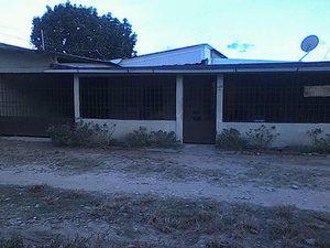 Se vende casa con terreno