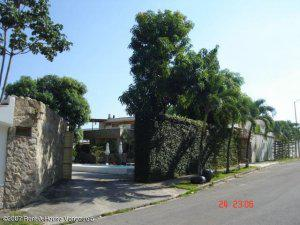 Venta de excelente casa en Los Nisperos MLS 13