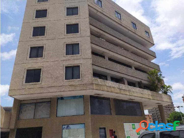 Oficina en Alquiler en el Este de Bqto CC Rio Lama