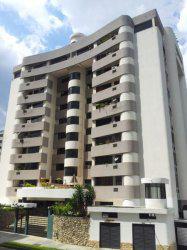 Venta de excelente apartamento en la urbanizacion Valles de