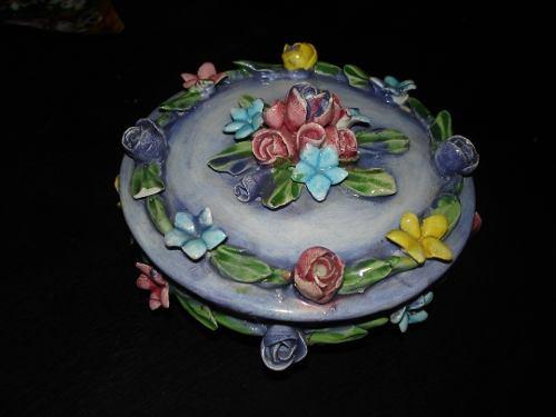 Cofre De Porcelana Capodimonte Color Morado Con Flores