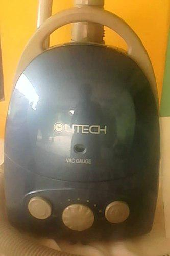 Aspiradora Utech 1400 W