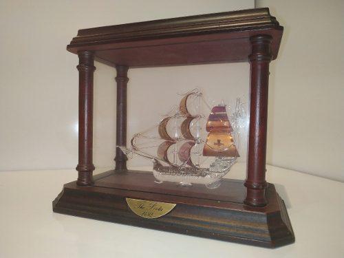 Figura De Barco Montada En Caja De Vidrio Y Madera