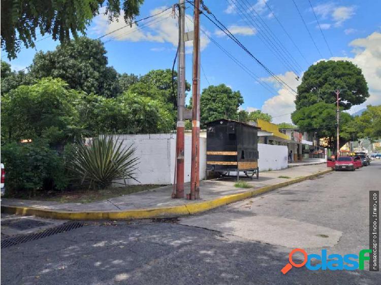 Terreno en Avenida Universidad en El Limon Maracay