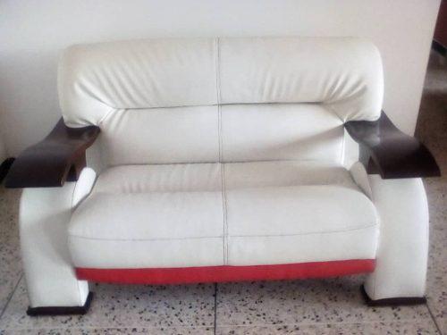 Mueble De 2 Puestos Usado Blanco De Cuero 240 Vdr