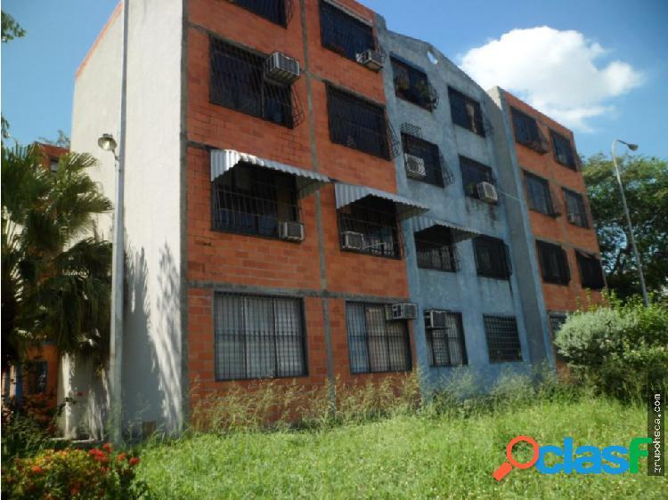 Apartamento en Urb. Montaña Fresca, Maracay.